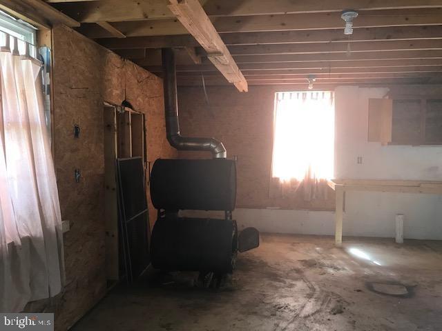 Garage Woodstove - 701 MAIN ST, PORT ROYAL