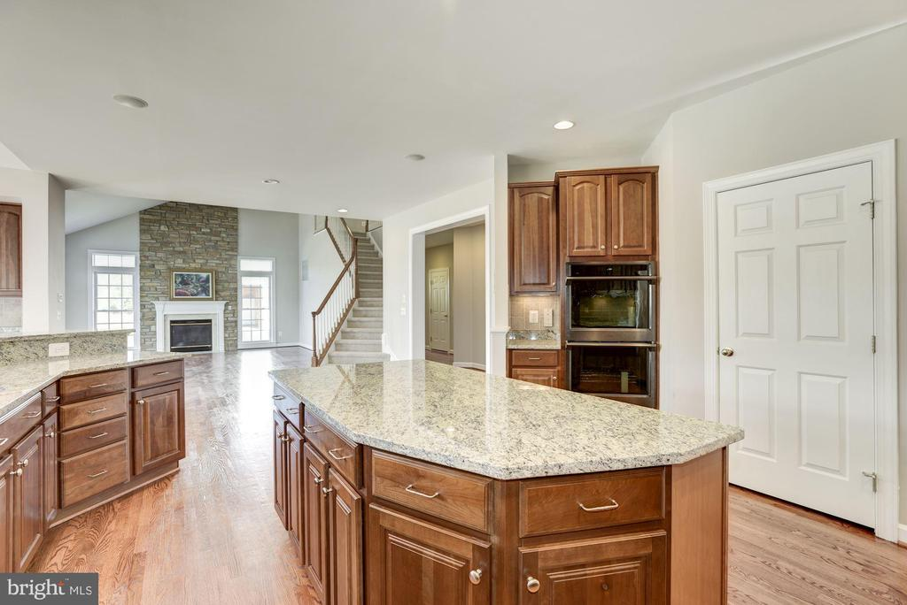 Kitchen Island and Large Pantry - 14300 DOWDEN DOWNS DR, HAYMARKET