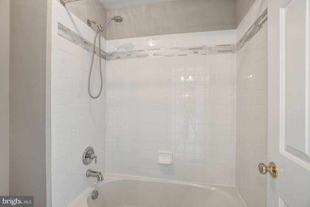 Full Bath - 14300 DOWDEN DOWNS DR, HAYMARKET
