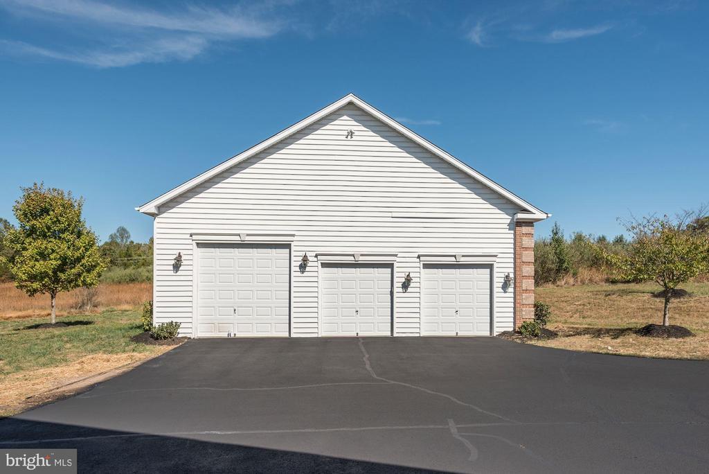 3 - Car Detached Garage (Total 5 - Car Garage) - 14300 DOWDEN DOWNS DR, HAYMARKET