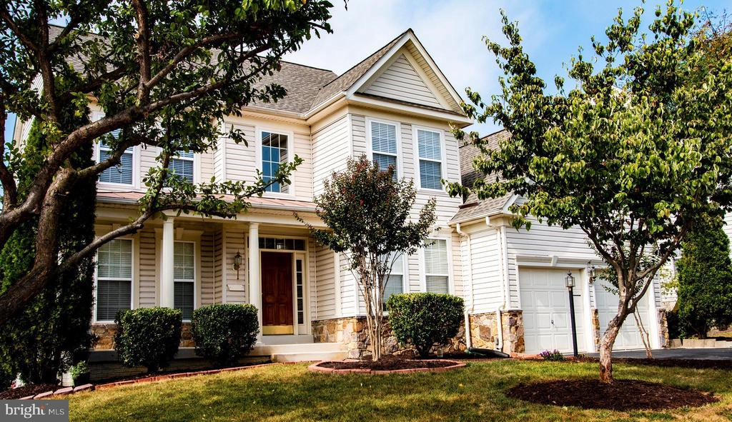 Beautiful home in the heart of Potomac Station - 709 TONQUIN PL NE, LEESBURG