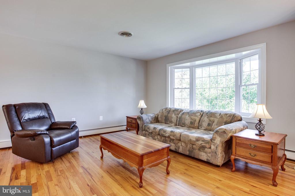 Living Room - 12401 LEE HILL DR, MONROVIA