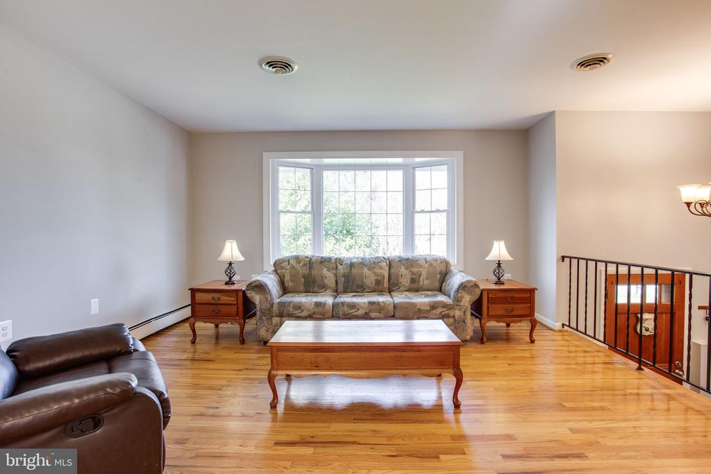 Hardwood Floors - 12401 LEE HILL DR, MONROVIA