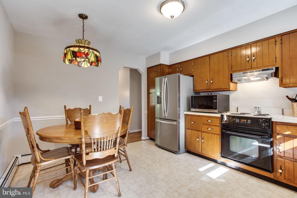 Kitchen - 12401 LEE HILL DR, MONROVIA