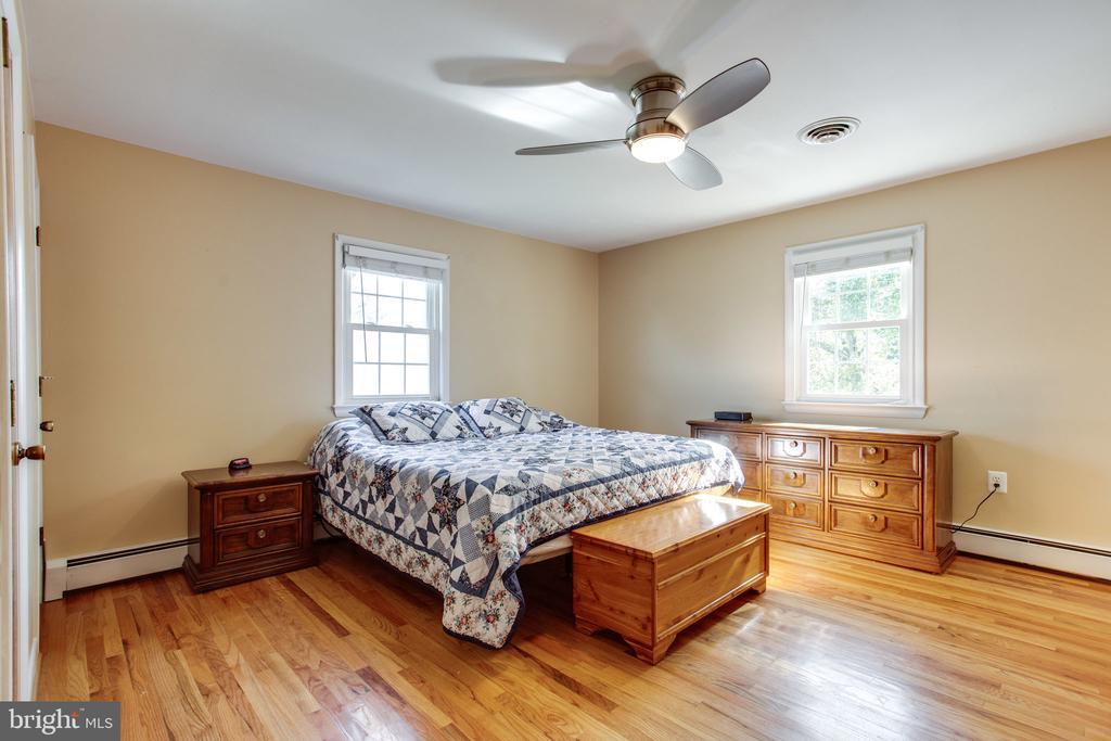 Master Bedroom - 12401 LEE HILL DR, MONROVIA