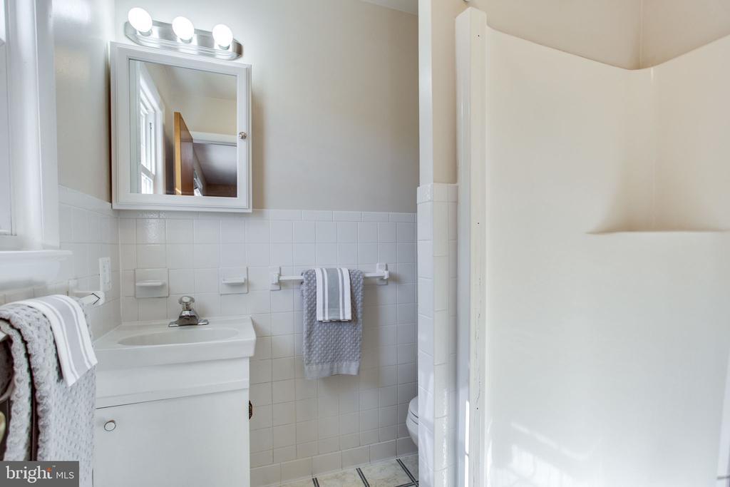 Master Bathroom - 12401 LEE HILL DR, MONROVIA