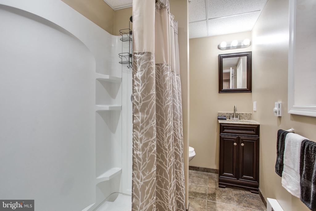 Full Bathroom - 12401 LEE HILL DR, MONROVIA