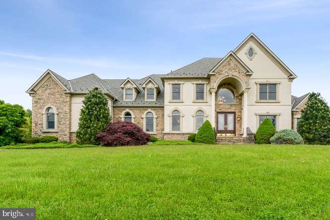 Single Family Homes pour l Vente à Franklin Park, New Jersey 08823 États-Unis