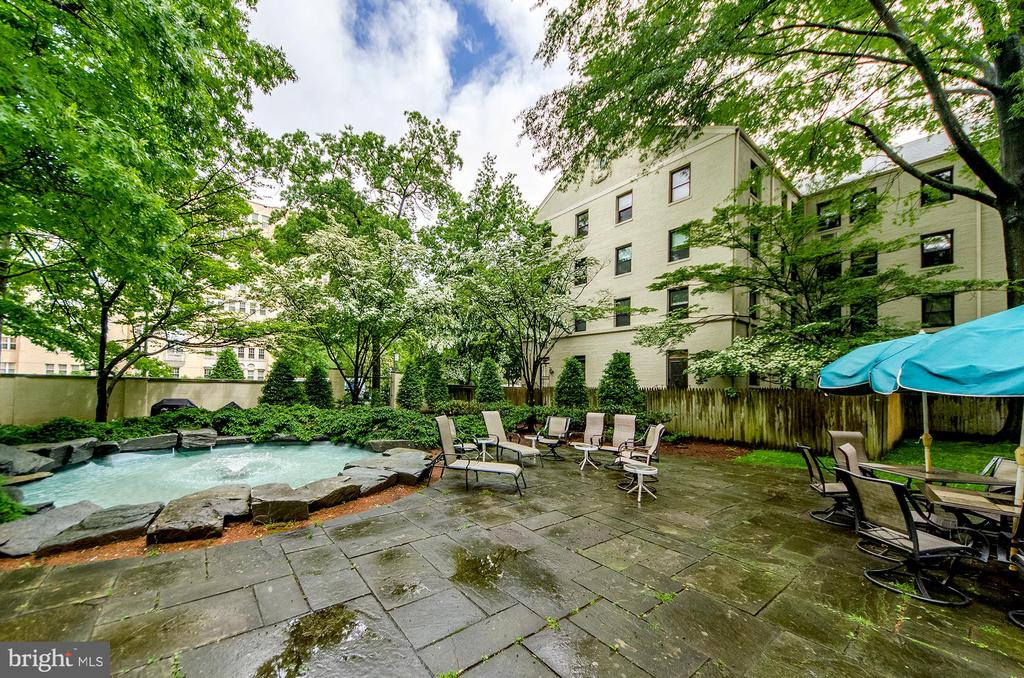 Picnic and lounge areas - 3100 CONNECTICUT AVE NW #229, WASHINGTON