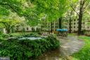 Lovely garden courtyard with fountain - 3100 CONNECTICUT AVE NW #229, WASHINGTON