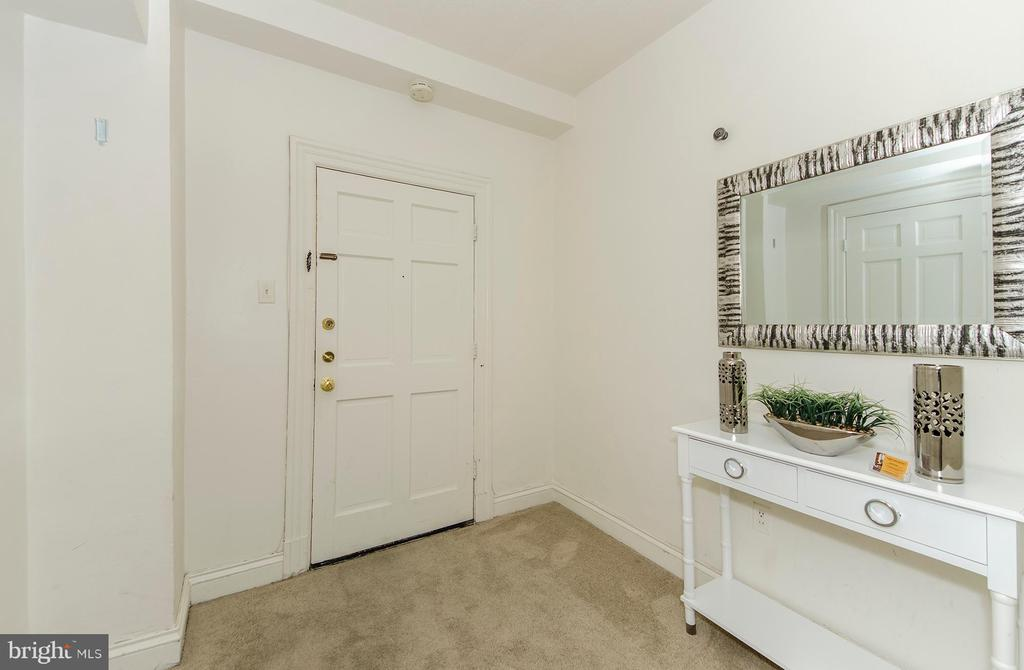 Entry foyer with useful walk-in closet - 3100 CONNECTICUT AVE NW #229, WASHINGTON