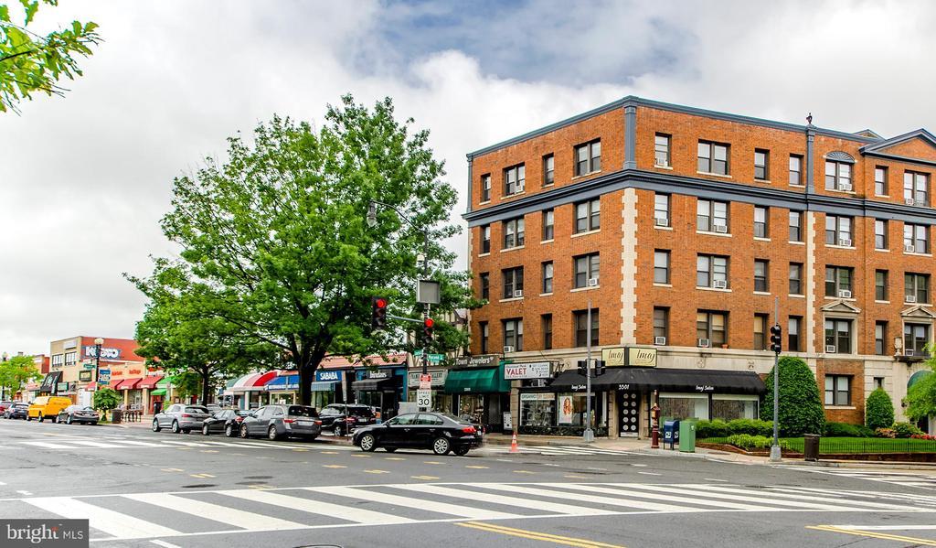 Neighborhood amenities and shopping - 3100 CONNECTICUT AVE NW #229, WASHINGTON