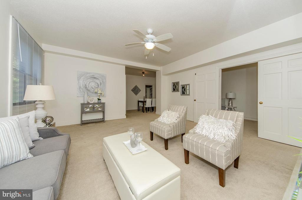 Spacious living room - 3100 CONNECTICUT AVE NW #229, WASHINGTON