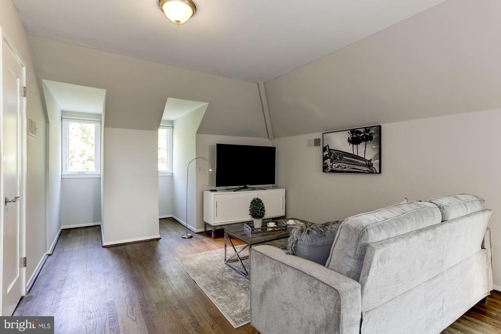 Loft/Bedroom - 4233 42ND ST NW, WASHINGTON