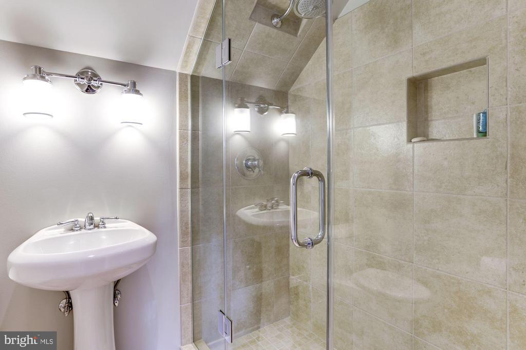 Loft/Bedroom Bath - 4233 42ND ST NW, WASHINGTON