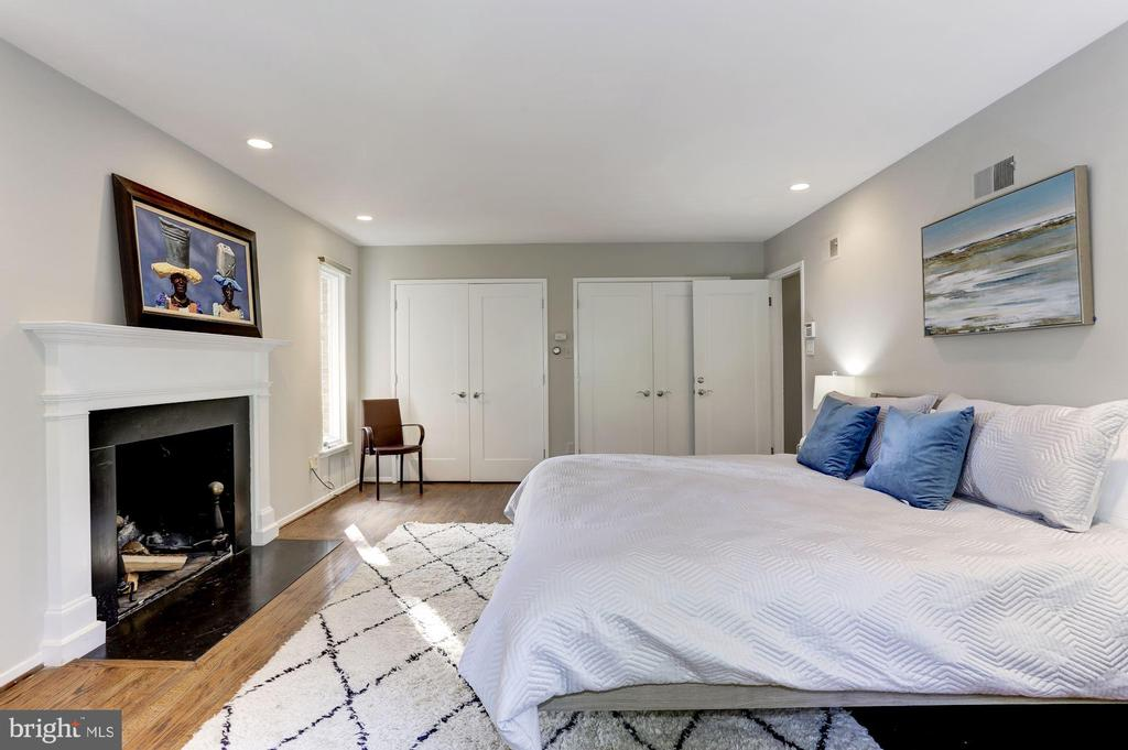 First Master Suite - 4233 42ND ST NW, WASHINGTON