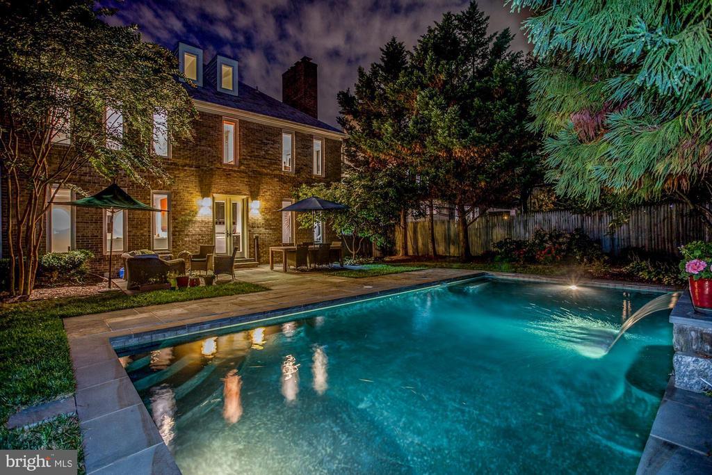 Backyard Oasis - 4233 42ND ST NW, WASHINGTON