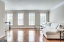 Light-filled interior spaces - 3541 GODDARD WAY, ALEXANDRIA