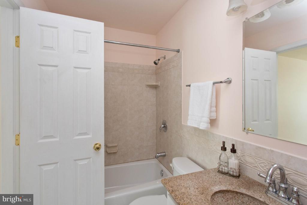 Upper Level Full Bath - 6646 DUCKETTS LN #28-6, ELKRIDGE