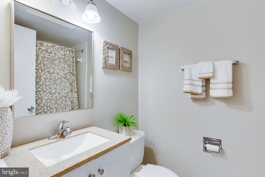 Lower Level Full Bath - 1833 BATTEN HOLLOW RD, VIENNA