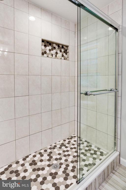 Master Bath with Frameless Walk-in Shower - 1833 BATTEN HOLLOW RD, VIENNA