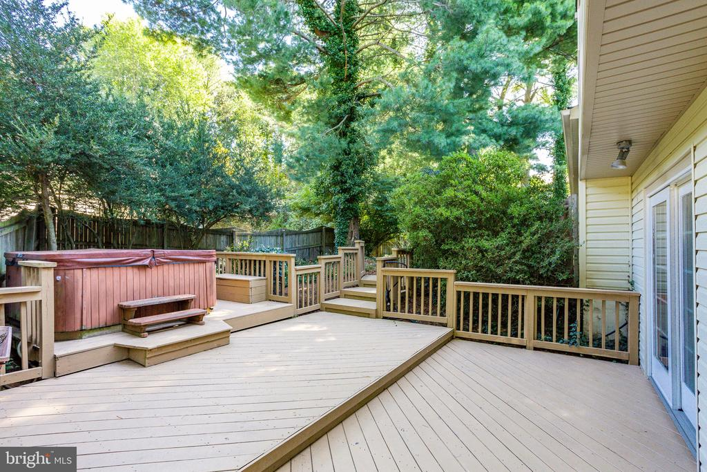 Exterior with Hot Tub - 1833 BATTEN HOLLOW RD, VIENNA