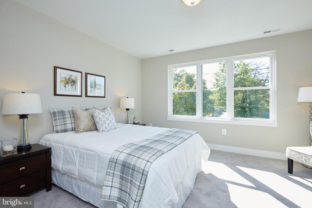 Front Bedroom - 5132 LEE ST NE, WASHINGTON