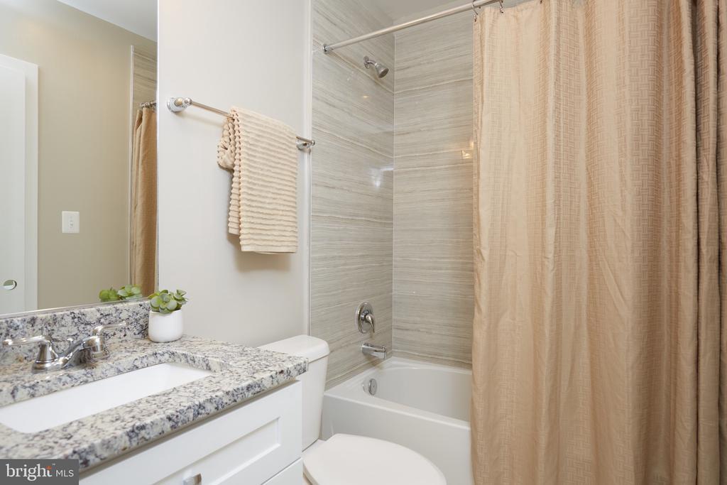 Ensuite/Hall Bathroom - 5132 LEE ST NE, WASHINGTON