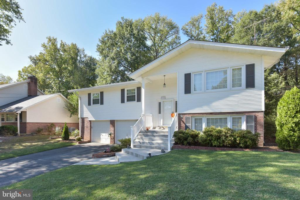 - 8508 CHERRY VALLEY LN, ALEXANDRIA