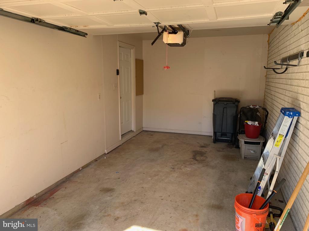 Garage - 21906 GREENTREE TER, STERLING