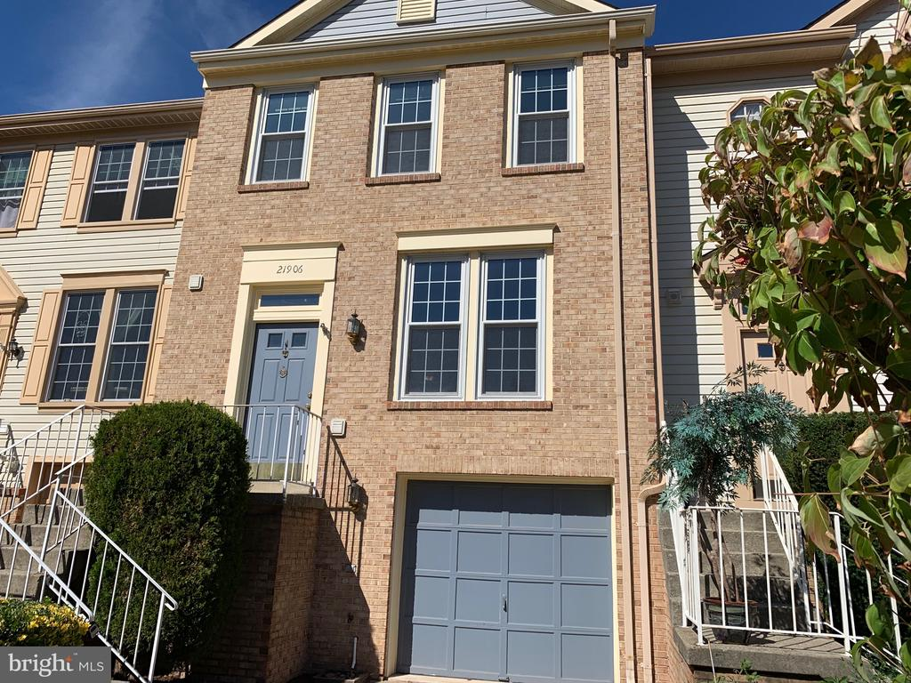 Welcome to 21906 Greentree Terrace - 21906 GREENTREE TER, STERLING