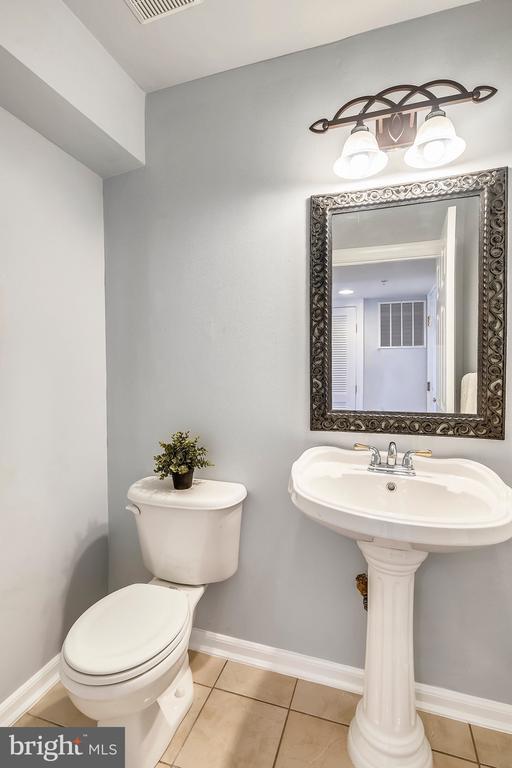 bath - 23504 PUBLIC HOUSE RD, CLARKSBURG