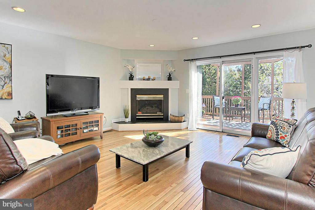 Spacious Family Room w/ Sliding Doors to the Deck - 2309 YVONNES WAY, DUNN LORING