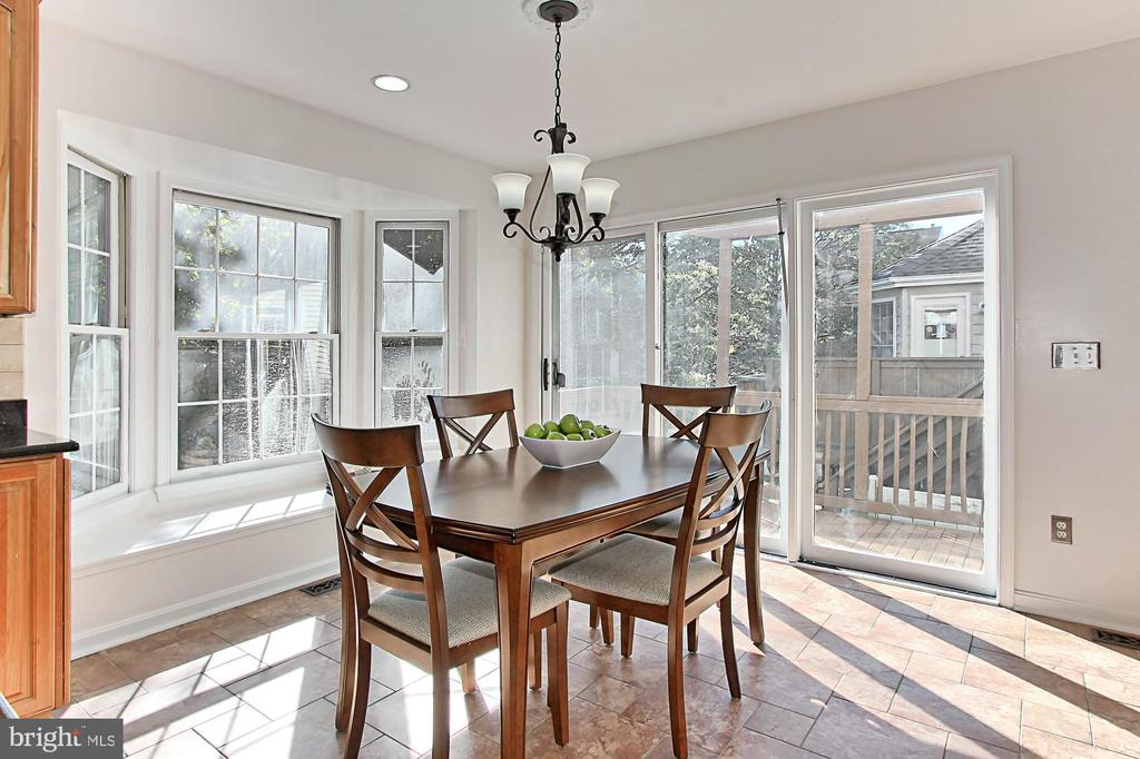 Light-Filled Breakfast Area with a Window Seat! - 2309 YVONNES WAY, DUNN LORING