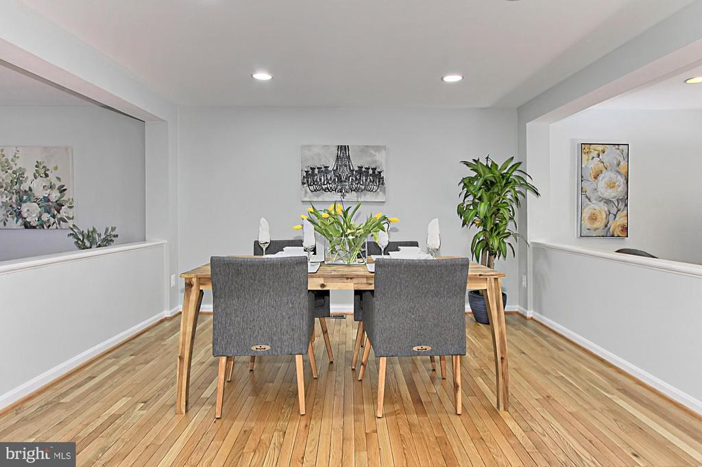 Lovely Dining Room is Perfect for Entertaining - 2309 YVONNES WAY, DUNN LORING