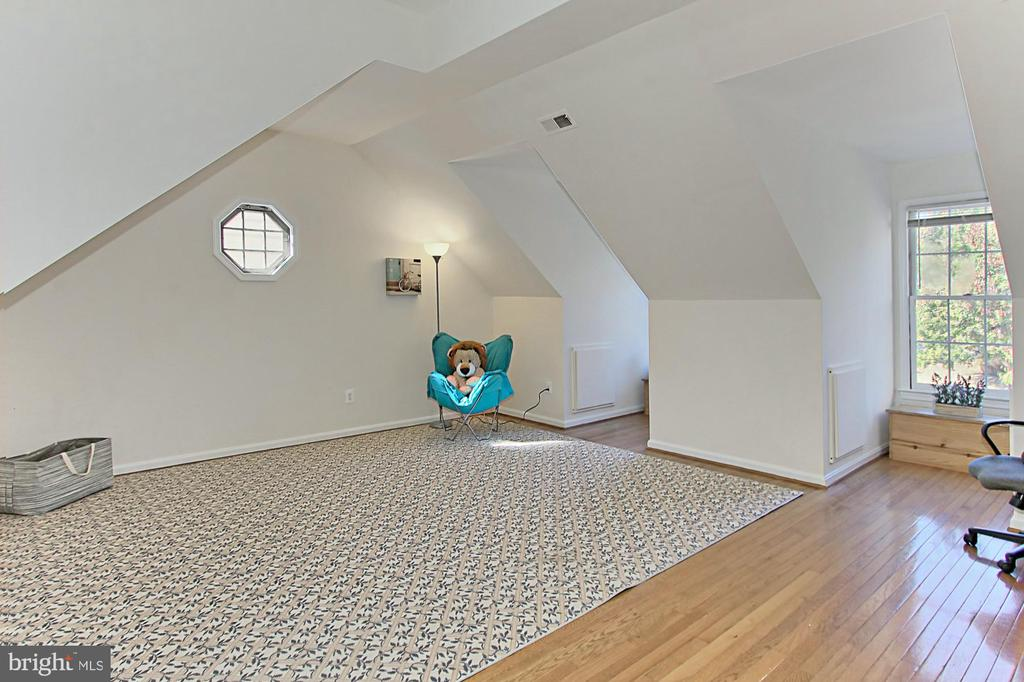 Fabulous Loft Bedroom with En-Suite Bathroom! - 2309 YVONNES WAY, DUNN LORING