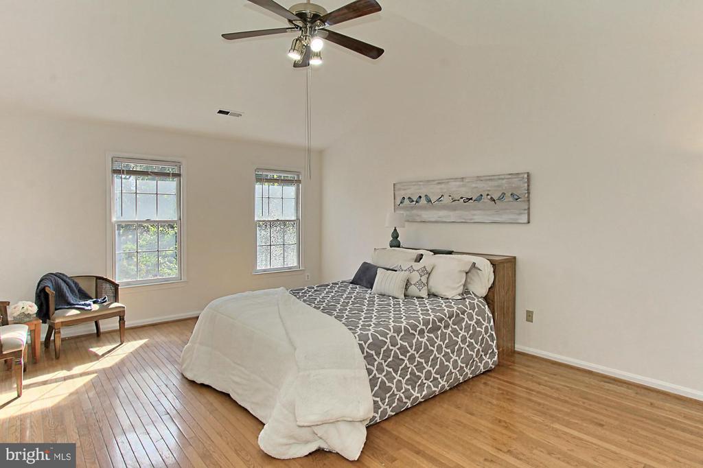 Huge Owners' Suite with Wood Floors - 2309 YVONNES WAY, DUNN LORING