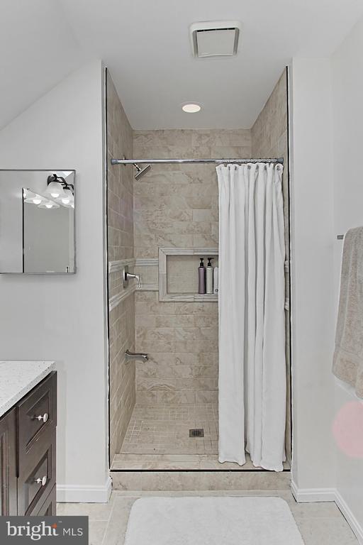 Beautiful Tiled Shower! - 2309 YVONNES WAY, DUNN LORING