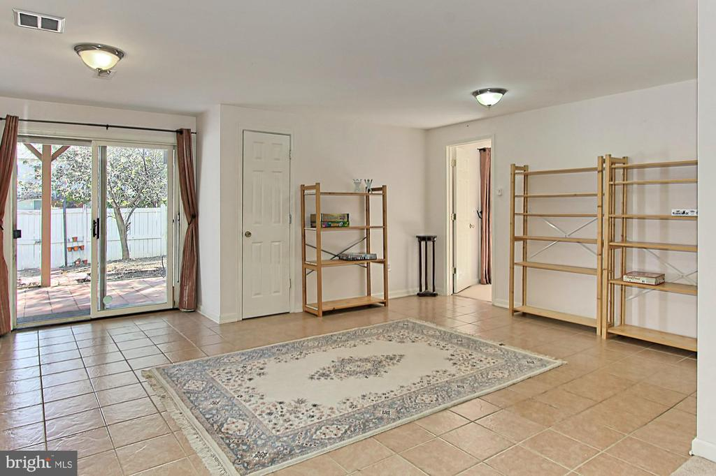 Basement Tile ~perfect for Pets, Kids or Crafts - 2309 YVONNES WAY, DUNN LORING