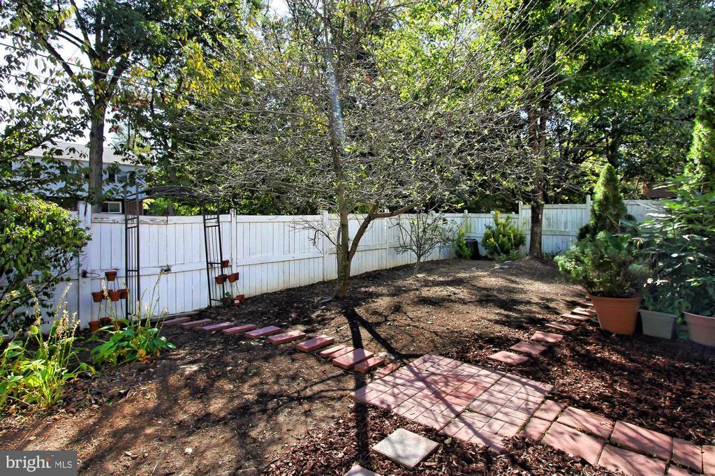 Versatile Backyard! - 2309 YVONNES WAY, DUNN LORING