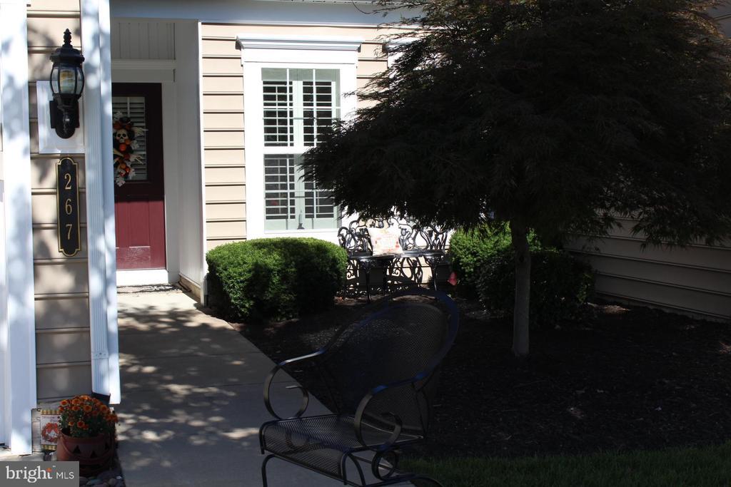 Exterior front entrance. - 267 LONG POINT DR, FREDERICKSBURG
