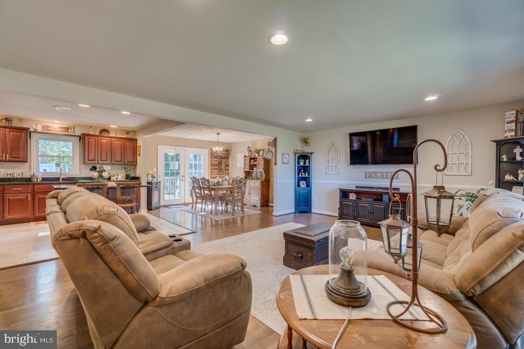 Sight lines from Kitchen, Dining and Family Room - 1463 MOUNTAIN VIEW RD, STAFFORD