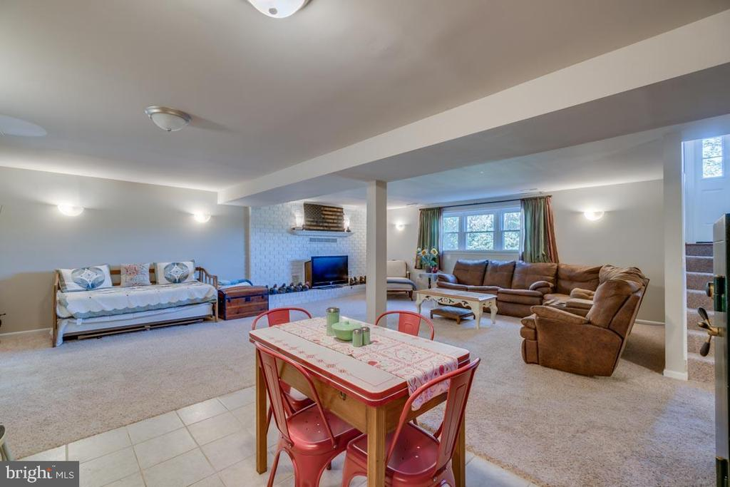 Lots of Natural Light - 1463 MOUNTAIN VIEW RD, STAFFORD
