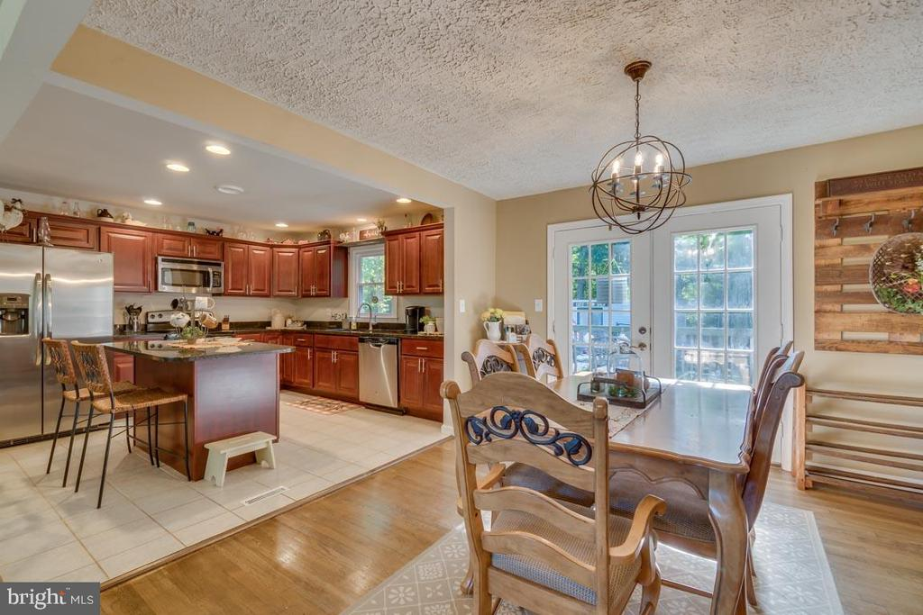Hardwood Flooring on the entire main level - 1463 MOUNTAIN VIEW RD, STAFFORD