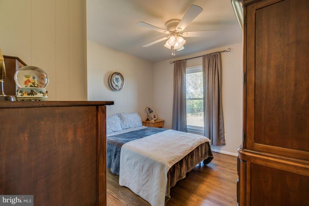 Bedroom Two on Main Level - 1463 MOUNTAIN VIEW RD, STAFFORD