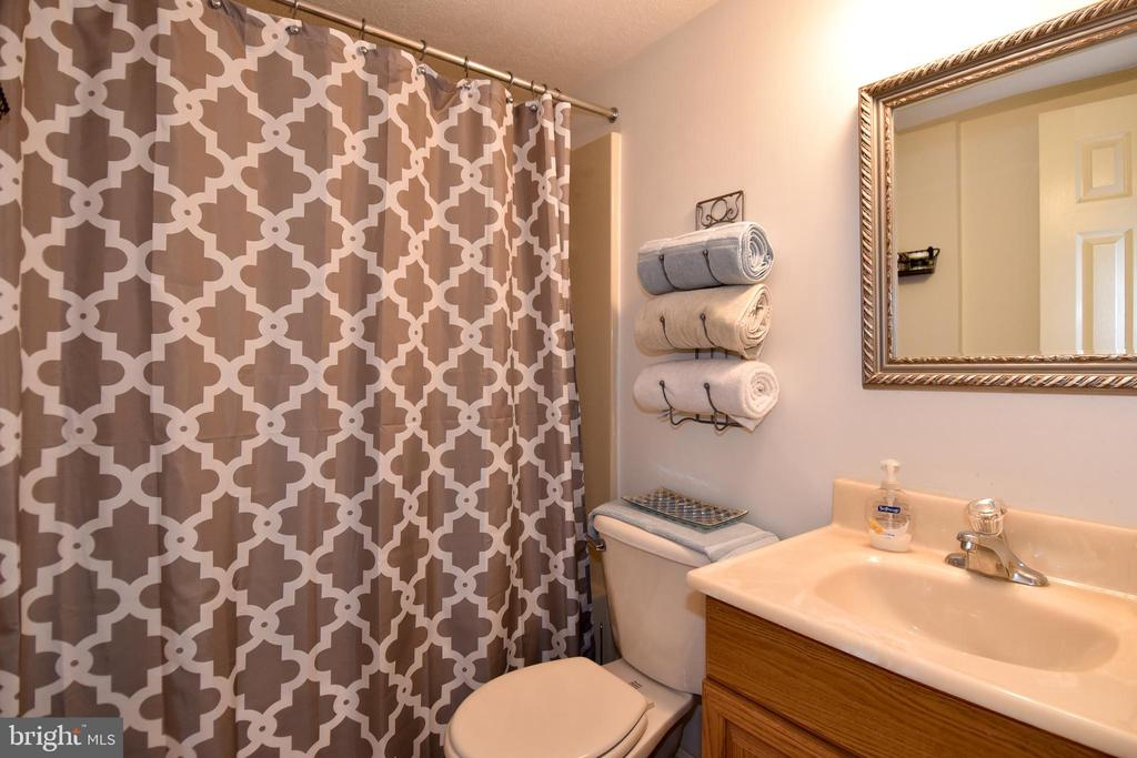 Full Bathroom in Basement - 25 PATRIOT WAY, STAFFORD