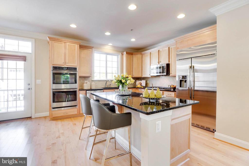 Bright and Modern Open Kitchen Plan - 10610 CANFIELD ST, FAIRFAX
