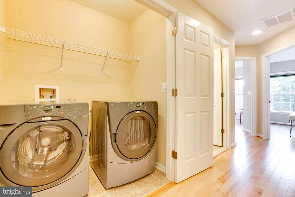 Laundry on upper level - 10610 CANFIELD ST, FAIRFAX