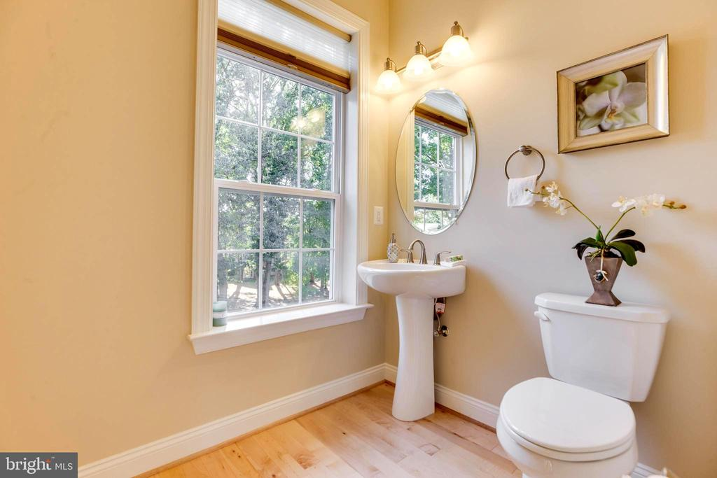 Powder Room - 10610 CANFIELD ST, FAIRFAX