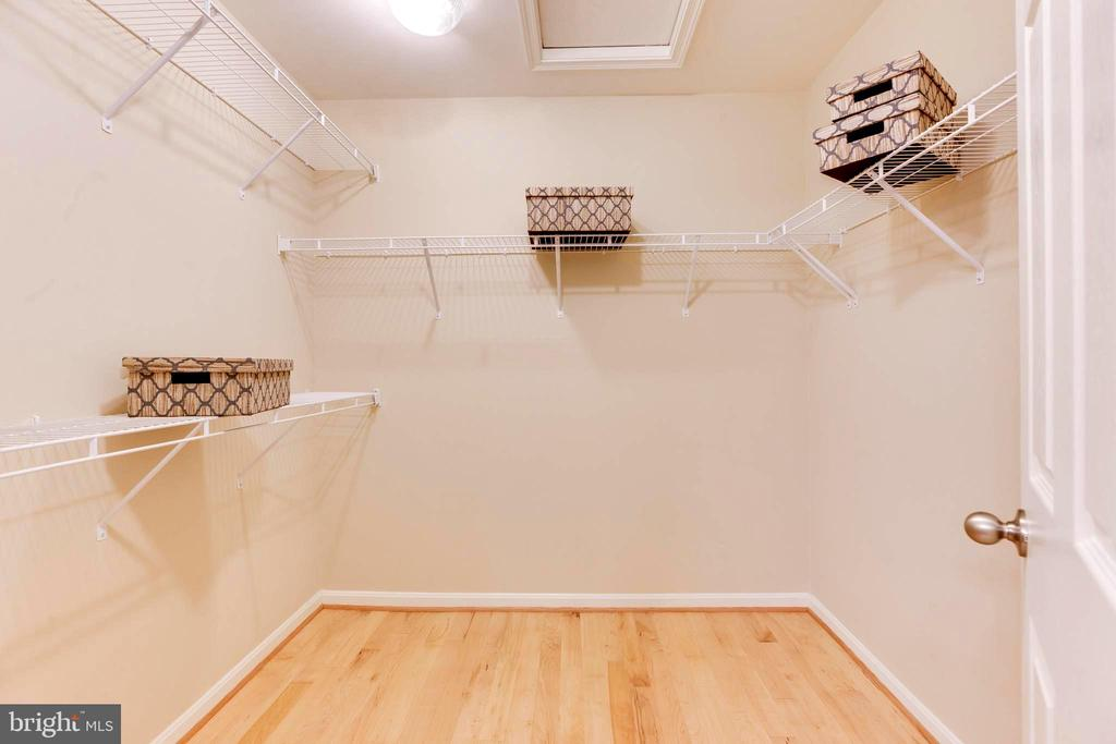 Walk in Closet - 10610 CANFIELD ST, FAIRFAX